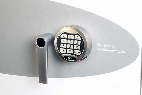 Detalle cerradura de combinación electrónica