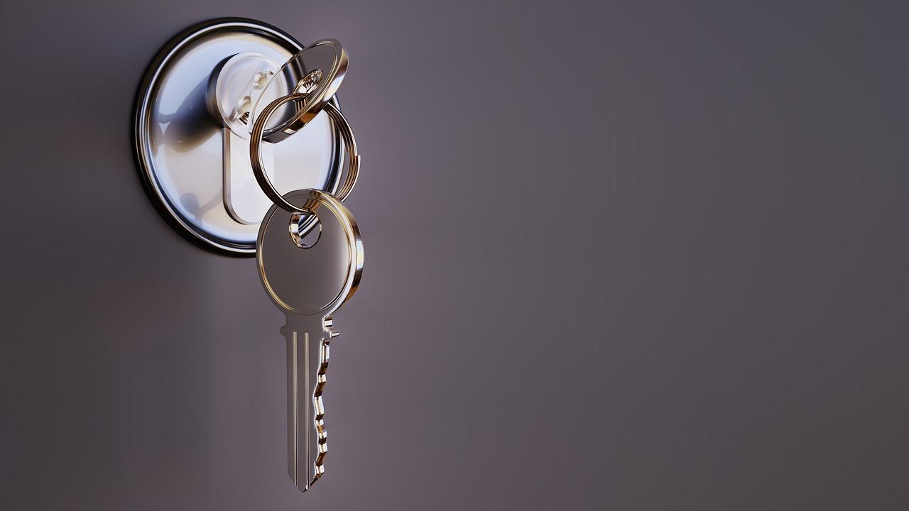 Diferencia entre puerta blindada y acorazada: las claves